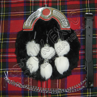 Black rabbit furr with Six Tessels red backing on cantle
