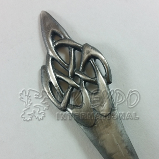 Celtic swirl Kilt pin Antique shiny Brush