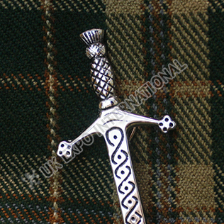 Claidhmhor Interlace Kilt Pin