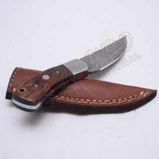 Damascus steel blade knife with beautiful wooden handle blade