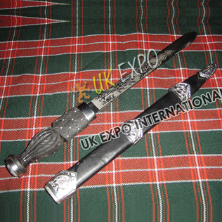 Piper Dirk with Thistle on Wooden Handle
