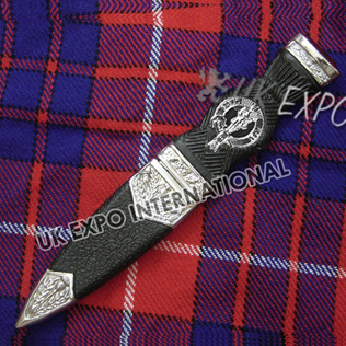 Polished l Sgin Dubh with lion Bagpiper chrom finish