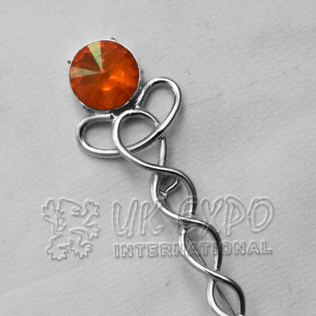 Topaz Stone Irish Wire Kilt Pin